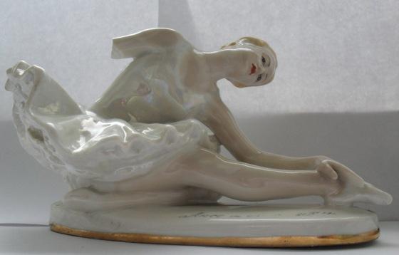 broken_statue_of_ballerina_3_by_annbehemotik-d528nds